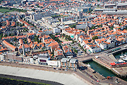 Nederland, Zeeland, Vlissingen, 04-07-2006;  binnenstad gezien vanaf de Westerschelde met vuurtoren en hotels aan de Boulevard De Ruyter. .Vlissingen, view on town from sea, with the lighthouse and hotels on the Boulevard De Ruyter..luchtfoto (toeslag); aerial photo (additional fee required); .foto Siebe Swart / photo Siebe Swart
