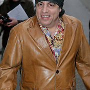 NLD/Amsterdam/20080620 - Acteur en musicus Steven van Zandt verlaat het Amstel Hotel in Amsterdam