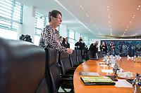 02 NOV 2016, BERLIN/GERMANY:<br /> Barbara Hendricks, SPD, Bundesumweltministerin, vor Beginn der Kabinettsitzung, Bundeskanzleramt<br /> IMAGE: 20161102-01-002<br /> KEYWORDS: Kabinett, Sitzung