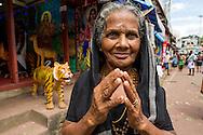 Kalaanny Khora är hinduisk pilgrim på väg till Sabarimala, Erumely i Kerala, Indien. <br /> <br /> Kalaanny Khora, Hindu pilgrim on her way to Sabarimala, Erumely i Kerala, Indien. <br /> <br /> <br /> Copyright 2016 Christina Sjögren, All Rights Reserved