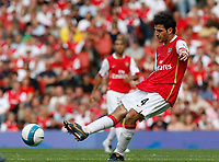Photo: Steve Bond.<br />Arsenal v Derby County. The FA Barclays Premiership. 22/09/2007. Cesc Fabrigas spreads the ball wide