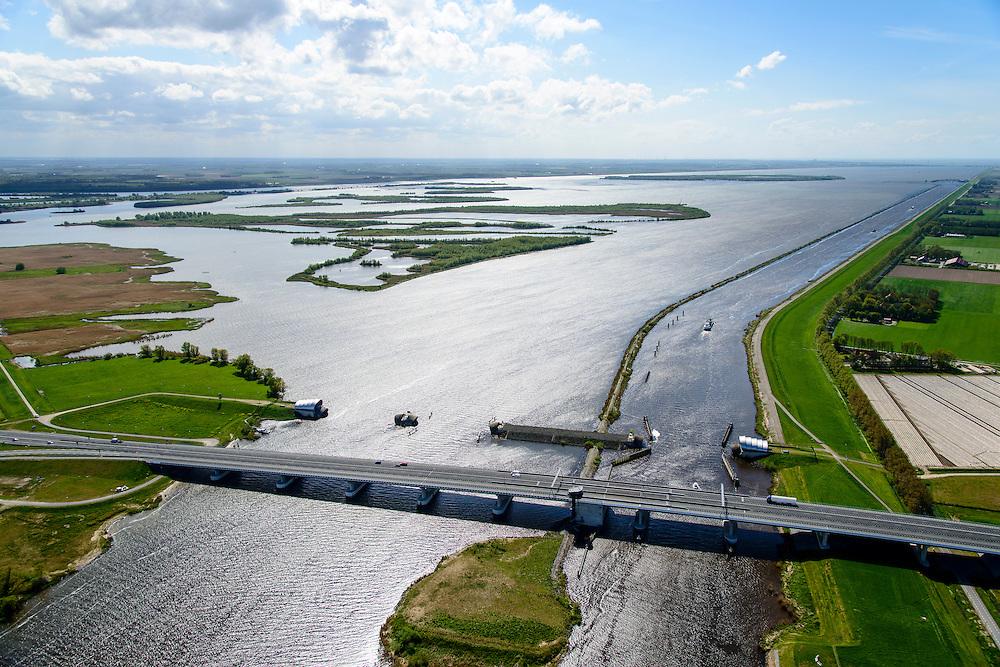 Nederland, Flevoland, Overijssel, Noordoostpolder, 07-05-2015. Ramspolbrug met N50, over de vaargeul het Ramsdiep. Naast de brug de balgstuw, onderdeel van Waterkering Kampen, tussen Ketelmeer en Zwarte Water (voorgrond). De balgstuw is een stormvloedkering en bestaat uit een opblaasbare dam of dijk, opgebouwd uit drie balgen. In niet-opgeblazen toestand liggen de balgen op de bodem. Ramspol bridge and Ramspol barrier, inflatable dike, between Ketelmeer and Black Water. The Balgstuw (bellow barrier) is a storm barrier and consists of an inflatable dam or dyke, composed of three bellows. Usually, each bellow rests on the bottom of the water<br /> luchtfoto (toeslag op standard tarieven);<br /> aerial photo (additional fee required);<br /> copyright foto/photo Siebe Swart
