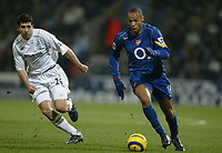Fotball<br /> England 2004/22005<br /> Foto: SBI/Digitalsport<br /> NORWAY ONLY<br /> <br /> Arsenal v Bolton<br /> Barclays Premiership. 15/01/2005. <br /> <br /> Thierry Henry of Arsenal is chased by Tal Ben Haim of Bolton Wanderers.