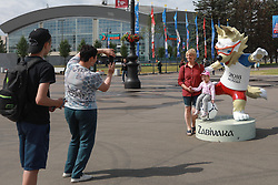 June 19, 2018 - SãO Petersburgo, Rússia - SÃO PETERSBURGO, MO - 19.06.2018: RUSSIA VS EGYPT - People take photos with the Cup mascot, Zabivaka wolf, in the vicinity of Zenit Arena in St. Petersburg in Russia that today receives the game between Russia and Egypt, and where Brazil will make its second World Cup game in Russia 2018  (Credit Image: © Ricardo Moreira/Fotoarena via ZUMA Press)