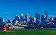Missouri / Kansas City / Skyline / Downtown / Broadway Bridge / Missouri River