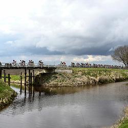 08-04-2016: Wielrennen: Energiewachttour vrouwen: Stadskanaal <br /> The third stage of the Energiewachttour for women Musselkanaal-Stadskanaal. Peloton in flat Gronings landscape
