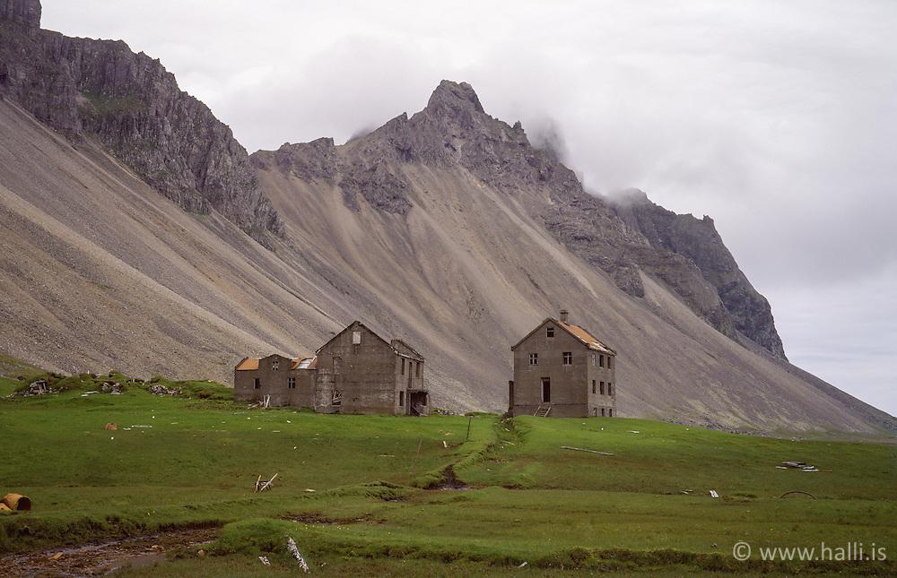 Deserted farm at Stokksnes in Hornafjordur, Iceland - Eyðibýli við Stokksnes í Hornafirði
