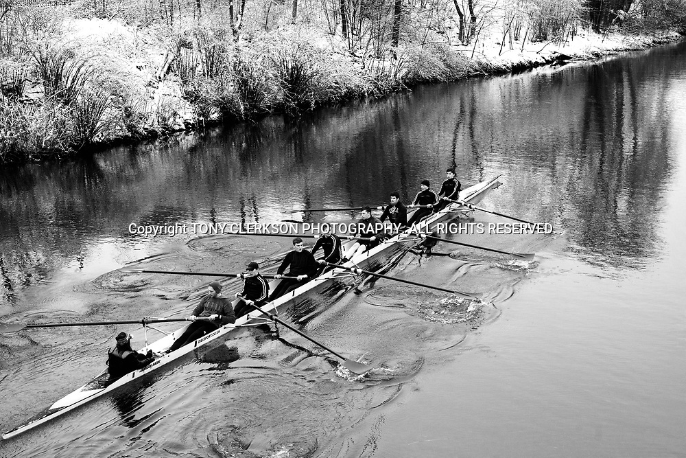 Rowers brave the freezing conditions to train on the River Clyde in Glasgow's Gorbals