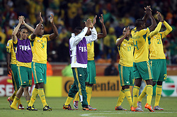 11.06.2010, Soccer City Stadium, Johannesburg, RSA, FIFA WM 2010, Südafrika vs Mexico im Bild Saouth Africa's players applaud the fans after the final whistle, EXPA Pictures © 2010, PhotoCredit: EXPA/ IPS/ Mark Atkins / SPORTIDA PHOTO AGENCY