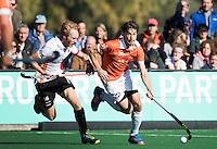 BLOEMENDAAL - HOCKEY -  Florian Fuchs (Bl'daal) met links Mark Rijkers (Oranje-Rood) tijdens de competitie hoofdklasse hockeywedstrijd Bloemendaal -ORANJE-ROOD (4-1)  COPYRIGHT KOEN SUYK