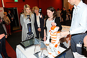 Prinses Máxima geeft startsein 'Girlsday' voor bètawetenschap en techniek bij TNO in Den Haag.Ruim 300 bedrijven en onderwijsinstellingen door heel Nederland openen op deze dag hun deuren om meisjes enthousiast te maken voor techniek. <br /> <br /> Princess Máxima launches' Girls Day'for exact sciences and technology at TNO in The Haugue.Over 300 companies and educational institutions throughout the Netherlands open their doors on this day. <br /> <br /> Op de foto / On the photo:  Prinses maxima en een aantal kinderen krijgen uitleg over een door TNO ontwikkelde robot<br /> <br /> Princess maxima and some children are told about a robot developed by TNO