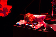 Jeremy Ellis, playing his Maschine with his chin.