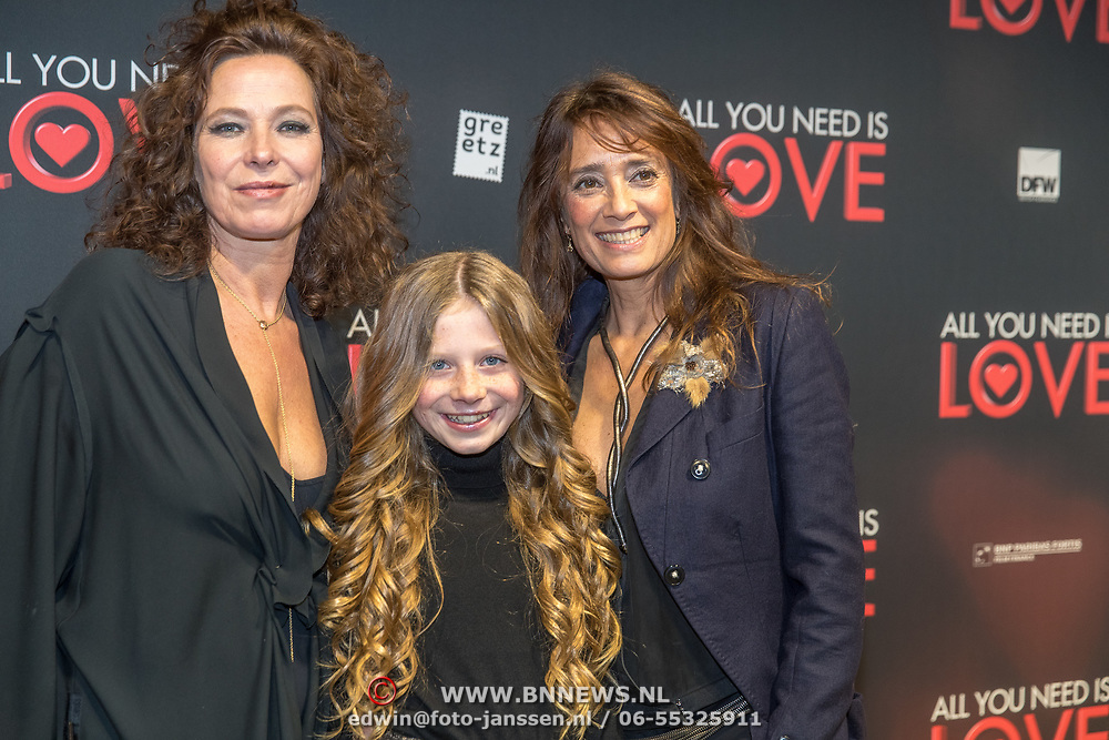 NLD/Amsterdam/20181126 - premiere All You Need Is Love, Suzanne Klemann met partner Minka Mooren en dochter Uma Lee