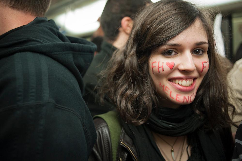 Métro ligne 1, 6 mai 2012, on fête la victoire de F Hollande