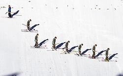 28.02.2019, Seefeld, AUT, FIS Weltmeisterschaften Ski Nordisch, Seefeld 2019, Nordische Kombination, Skisprung, im Bild Bundesheer Soldaten bei der präparierung des Schanzenauslaufs // Austrian soldiers prepare the Hill during the Ski Jumping competition for Nordic Combined of FIS Nordic Ski World Championships 2019. Seefeld, Austria on 2019/02/28. EXPA Pictures © 2019, PhotoCredit: EXPA/ JFK