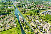 Nederland, Utrecht, Nieuwegein, 13-05-2019; Vreeswijk, Zuidersluis Merwedekanaal. Overzicht van voormalig dorp Jutphaas (nu onderdeel van de Nieuwegeinse wijk Jutphaas-Wijkersloot).<br /> Merwede channel, south of Utrecht.<br /> luchtfoto (toeslag op standard tarieven);<br /> aerial photo (additional fee required);<br /> copyright foto/photo Siebe Swart