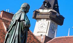 THEMENBILD, Graz, Österreich, Graz ist die Landeshauptstadt des Bundeslandes Steiermark und mit ungefaehr 265.000 Einwohnern die zweit groeßte Stadt Österreichs. im Bild eine Statue von Erzherzog Johann auf dem Erzherzog Johann Brunnendenkmal mit dem Uhrturm im Hintergrund. //THEME IMAGE, FEATURE, Graz, Austria, Graz is the capital city of the federal state of Styria and with approximately 265.000 residents the second largest city of Austria. picture shows a statue of Erzherzog Johann on the Erzherzog Johann fountain memorial with the Uhrturm in the background. Graz, Austria on 2012/09/18. EXPA Pictures © 2012, PhotoCredit: EXPA/ Sebastian Pucher
