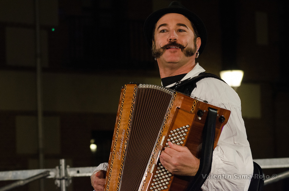 Madrid, Spain. 29th December, 2016. Scott A. Singer of Desvarietes Orquestina performing klezmer music playing a n accordion during Hanukkah celebration. © Valentin Sama-Rojo.