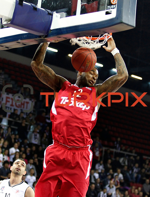 Olympiacos's Josh Powell (R) during their Turkish Airlines Euroleague Basketball Top 16 Game 9 match Besiktas between Olympiacos Piraeus at Abdi ipekci Arena in Istanbul, Turkey, thursday, February 28, 2013. Photo by Aykut AKICI/TURKPIX