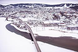 THEMENBILD - Die Brücke von Lillehammer über den Mjosa-See dahinter die Stadt, aufgenommen am 12. Maerz 2019 in Lillehammer, Norwegen // The bridge from Lillehammer across the Mjosa lake with the City, Lillehammer, Norway on 2018/03/12. EXPA Pictures © 2019, PhotoCredit: EXPA/ JFK