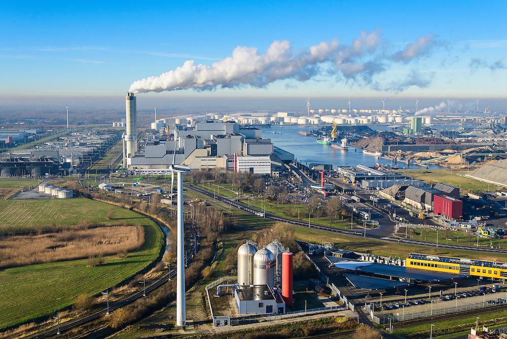 Nederland, Noord-Holland, Amsterdam, 11-12-2013; Westelijk Havengebied, Westpoort en  Westpoortweg. Rokende schoorstenen van AEB Afval Energie Bedrijf. Voorgrond installatie stadsverwarming.<br /> Amsterdam western harbor area with smoking chimneys of AEB Waste and Energy Company (Waste Fired Power Plant).<br /> luchtfoto (toeslag op standaard tarieven);<br /> aerial photo (additional fee required);<br /> copyright foto/photo Siebe Swart.