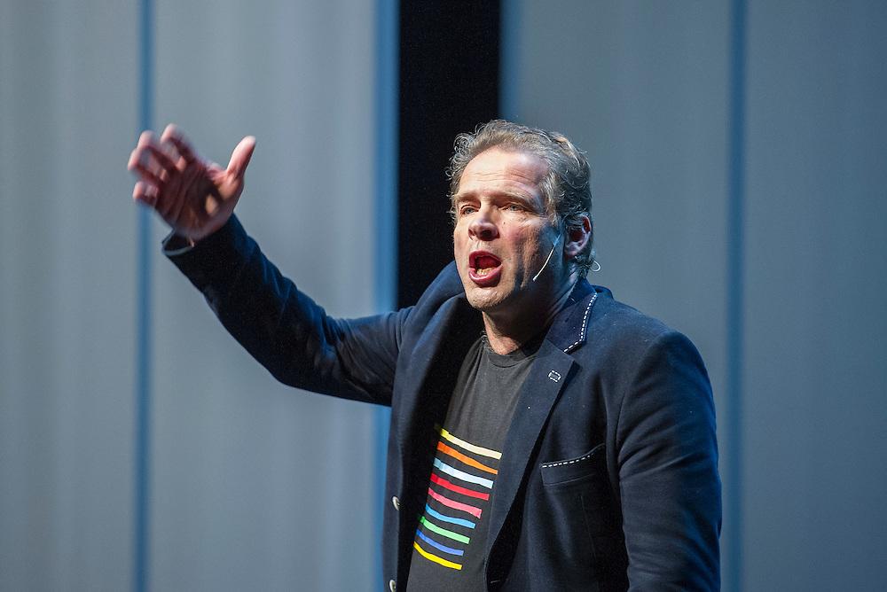 Netherlands. Houten, 20-11-2015. Photo: Patrick Post.  Try-out van de nieuwe show van Erik van Muiswinkel, De Olieworstelaar.