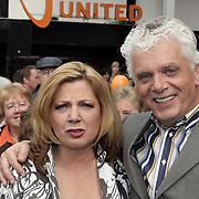 NLD/Hilversum/20080327 - Start ledenwerf actie omroep Max, voorzitter Jan Slagter met Loretta Schrijver