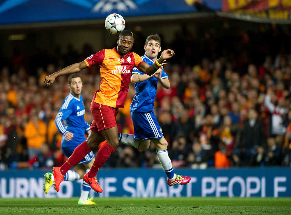 Galatasaray's Aurelien Chedjou battles with Chelsea's Oscar<br /> <br /> Photo by Ashley Western/CameraSport<br /> <br /> Football - UEFA Champions League First Knockout Round 2nd Leg - Chelsea v Galatasaray - Tuesday 18th March 2014 - Stamford Bridge - London<br />  <br /> © CameraSport - 43 Linden Ave. Countesthorpe. Leicester. England. LE8 5PG - Tel: +44 (0) 116 277 4147 - admin@camerasport.com - www.camerasport.com