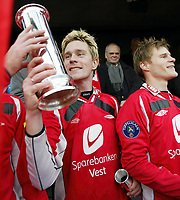 Fotball, 7. november 2004, NM-finale herrer , cupfinale , Brann - Lyn 4-1, Ragnvald Soma, Brann og Tom Sanne , Brann