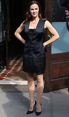 Jennifer Garner wearing a black dress - 13 April 2018