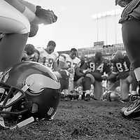 Minnesota Vikings and San Francisco 49ers pray after the game at Monster Field in San Francisco, California on December 9, 2007.