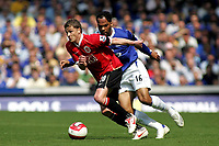 Photo: Paul Thomas.<br /> Everton v Manchester United. The Barclays Premiership. 28/04/2007.<br /> <br /> Ole Gunnar Solskjaer (L) of Utd gets away from Joleon Lescott.