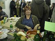 Roxy Beaujolais. Bring and Buy. Transit Space. Hackney. 19 January 2002. © Copyright Photograph by Dafydd Jones 66 Stockwell Park Rd. London SW9 0DA Tel 0171 733 0108 www.dafjones.com