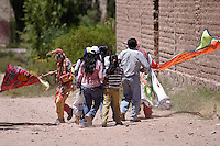 """DIABLOS DE LA COMPARSA """"LOS ALEGRE DE YACORAITE"""" Y GENTE FESTEJANDO EL CARNAVAL, COLONIA SAN JOSE, QUEBRADA DE HUMAHUACA, PROV. DE JUJUY, ARGENTINA"""