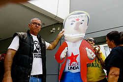 """March 27, 2019 - SãO Paulo, Brazil - SÃO PAULO, SP - 27.03.2019: ATOS PRÃ"""" E CONTRA BOLSONARO EM SP - Bolsonaro supporters make the puppet of the governor of the state of São Paulo João Doria. Acts against and for President Jair Bolsonaro, are taking place on Wednesday (27), in front of the Mackenzie complex in the Consolação region, in São Paulo. (Credit Image: © Aloisio Mauricio/Fotoarena via ZUMA Press)"""