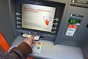 Nederland, Nijmegen, 7-1-2013Met een pinpas geld, euri, opnemen bij een geldautomaat van de ing bank.Foto: Flip Franssen/Hollandse Hoogte
