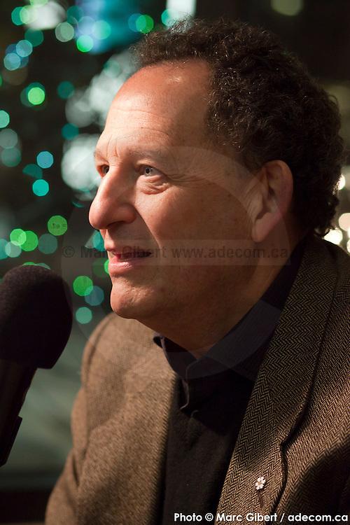 Portrait en direct lors de l'émission radiophonique Francophonie Express  à  Bar Alice de l'hôtel Omni / Montreal / Canada / 2015-03-03, Photo © Marc Gibert / adecom.ca
