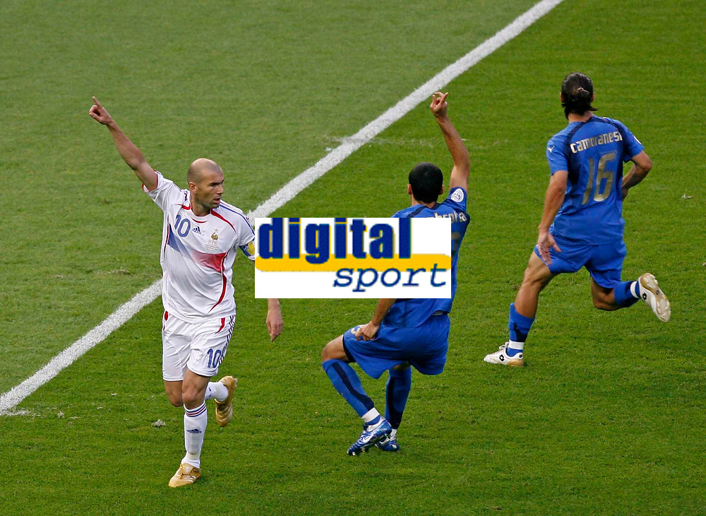 Photo: Glyn Thomas.<br />Italy v France. FIFA World Cup 2006 Final. 09/07/2006.<br /> France's Zinedine Zidane (L) celebrates his penalty as the Italians appeal.