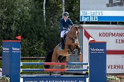 Bles Bart, NED, Latif V S<br /> Nationaal Kampioenschap KWPN<br /> 4 jarigen springen final<br /> Stal Tops - Valkenswaard 2020<br /> © Hippo Foto - Dirk Caremans<br /> 19/08/2020