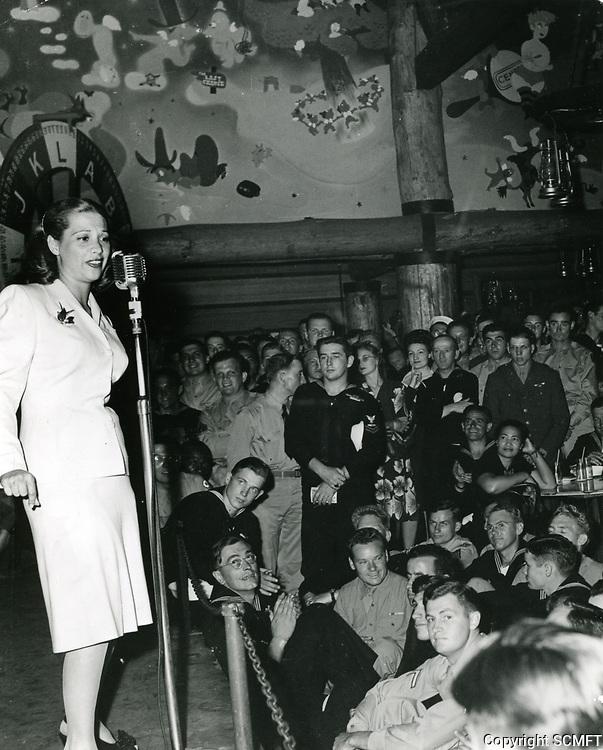 1944 Dinah Shore At The Hollywood Canteen