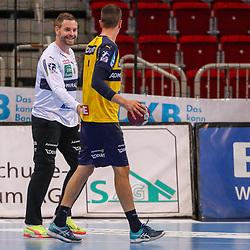 Handball, 35. Spieltag: Bergischer HC vs Rhein Neckar Loewen am 16.06.2021 im ISS Dome Düsseldorf<br /> <br /> Torwart Andreas Palicka (Rhein Neckar Loewen 12) gibt Andy Schmid (Rhein Neckar Loewen 2) einen Klaps und lacht  im Spiel der Handballliga, Bergischer HC - Rhein Neckar Loewen.<br /> <br /> Foto © PIX-Sportfotos *** Foto ist honorarpflichtig! *** Auf Anfrage in hoeherer Qualitaet/Aufloesung. Belegexemplar erbeten. Veroeffentlichung ausschliesslich fuer journalistisch-publizistische Zwecke. For editorial use only.