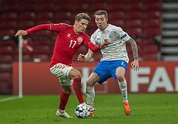 Jens Stryger Larsen (Danmark) og Birkir Sævarsson (Island) under kampen i Nations League mellem Danmark og Island den 15. november 2020 i Parken, København (Foto: Claus Birch).