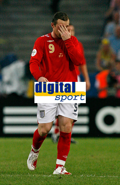 Photo: Glyn Thomas.<br /> Sweden v England. FIFA World Cup 2006. 20/06/2006.<br /> <br /> England's Wayne Rooney with his head in his hands.