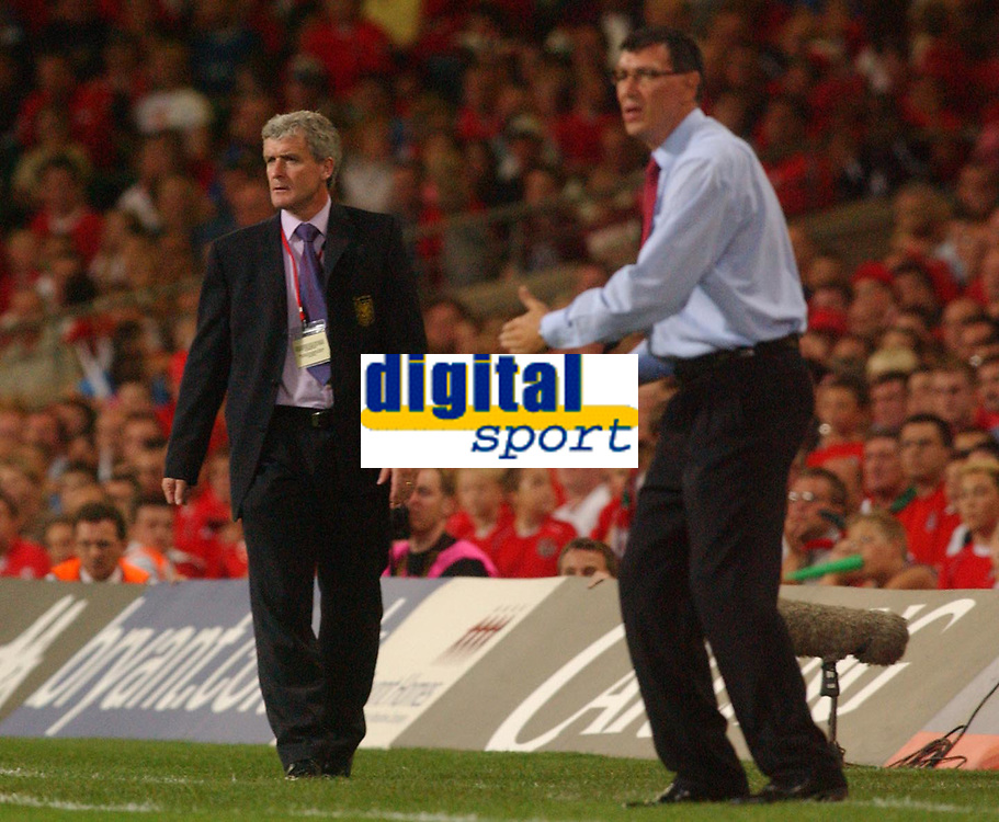 Fotball<br /> 08.09.2004<br /> Wales v Nord Irland<br /> Foto: SBI/Digitalsport<br /> NORWAY ONLY<br /> <br /> Wales' Mark Hughes and Northern Ireland's Lawrie Sanchez