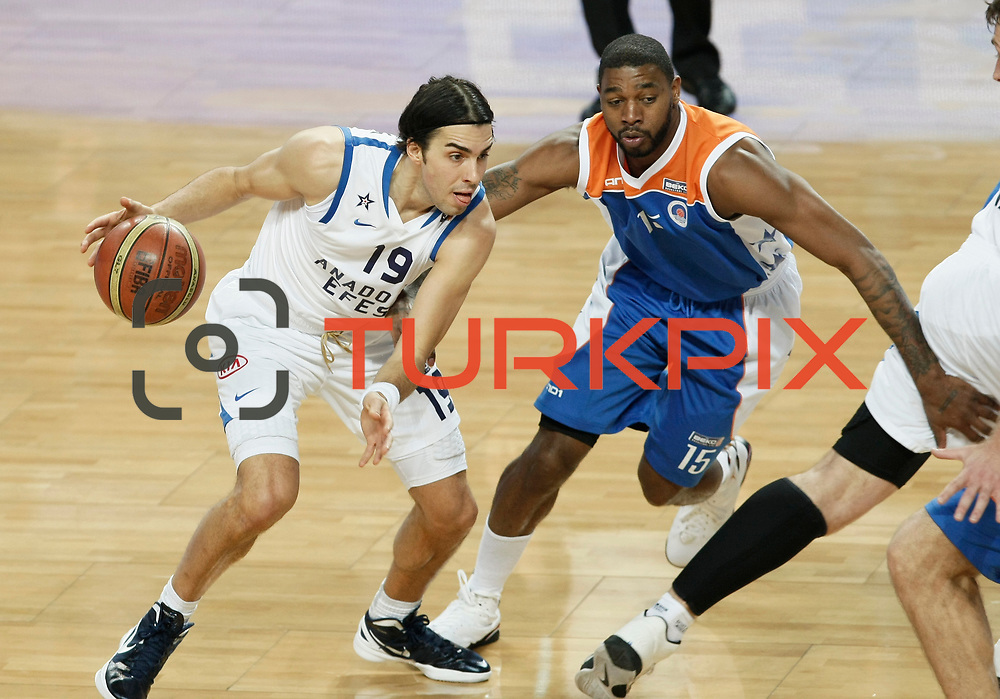 Anadolu Efes's Sasha Vujacıc (L) and Mersin BSB's Vincent Grier (R) during their Turkish Basketball League match Anadolu Efes between Mersin BSB at Sinan Erdem Arena in Istanbul, Turkey, Saturday, January 14, 2012. Photo by TURKPIX