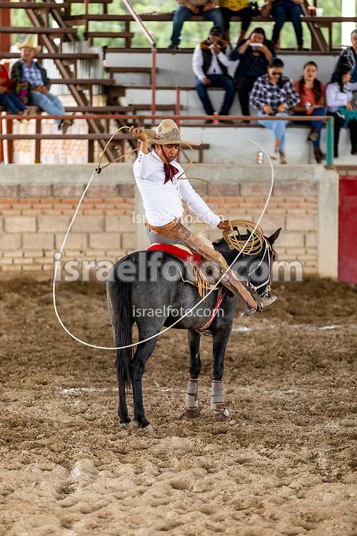 16 de septiembre de 2020. Zumpango, Estado de México. Charros durante una competencia en el Lienzo Charro Campesino Don Ángel Ortiz Tellez.