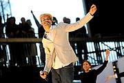 Koninginnedag 2008 - Museumplein Amsterdam STAGE.<br /> <br /> Het grootste Koninginnedag bijeenkmost op het Museumplein in Amsterdam georganiseerd door Radio 538.<br /> <br /> Op de foto:  Alain Clark Alain Clark met zijn vader