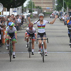 27-05-2016: Wielrennen: Boels Rental Classic: Valkenburg   VALKENBURG (NED) wielrennen   <br /> Lizzy Armitstead wint de Boels Hills Classic voor Annemiek van Vleuten en Asleigh Moolman