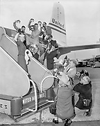Y-540607A-1. Oregon Press Photographers. Donna Lee Johnson, Miss Oregon Press Photographer, at airport. June 7, 1954.