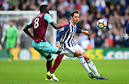 Cheikhou Kouyate of West Ham United in action with Grzegorz Krychowiak of West Bromwich Albion (r). Premier league match, West Bromwich Albion v West Ham United at the Hawthorns stadium in West Bromwich, Midlands on Saturday 16th September 2017. pic by Bradley Collyer, Andrew Orchard sports photography.